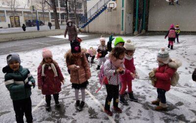 Сняг и сурвачки